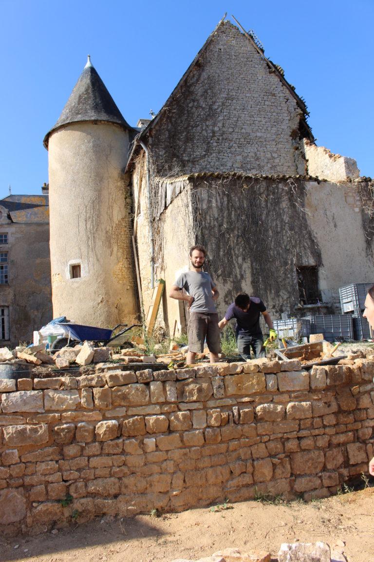 fier du mur de pierres du château du Boux