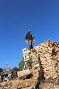 les pierres du mur en constructions sont celles du mur en démolition
