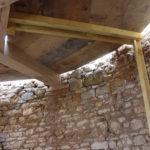 le plancher de la tour ou le plafond selon...