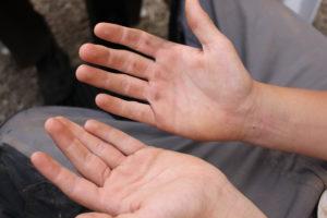on a les mains sales